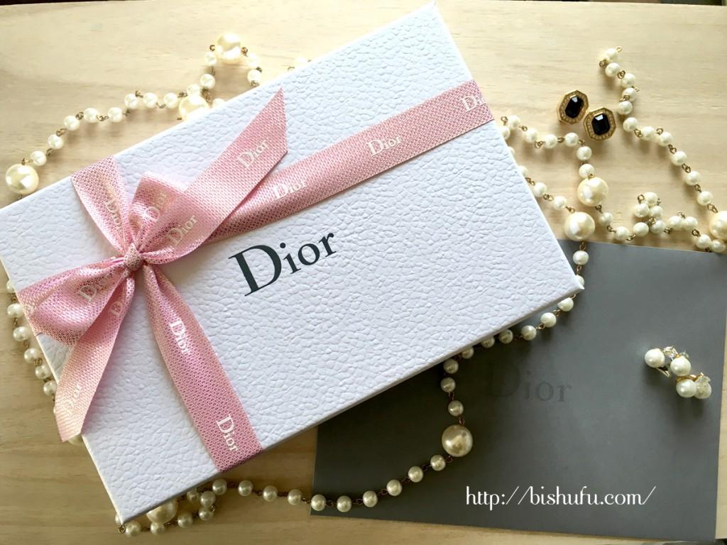 プレゼント梱包されリボンがついているディオールリップのギフトボックス