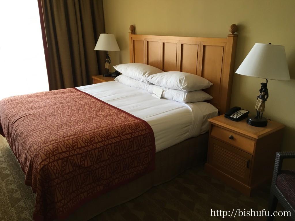 エンバシースイーツホテル ベッド