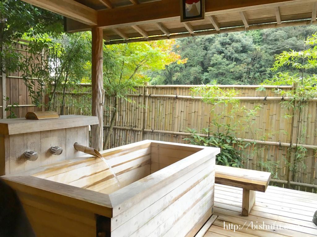 有福温泉にある旅館樋口の露天風呂客室