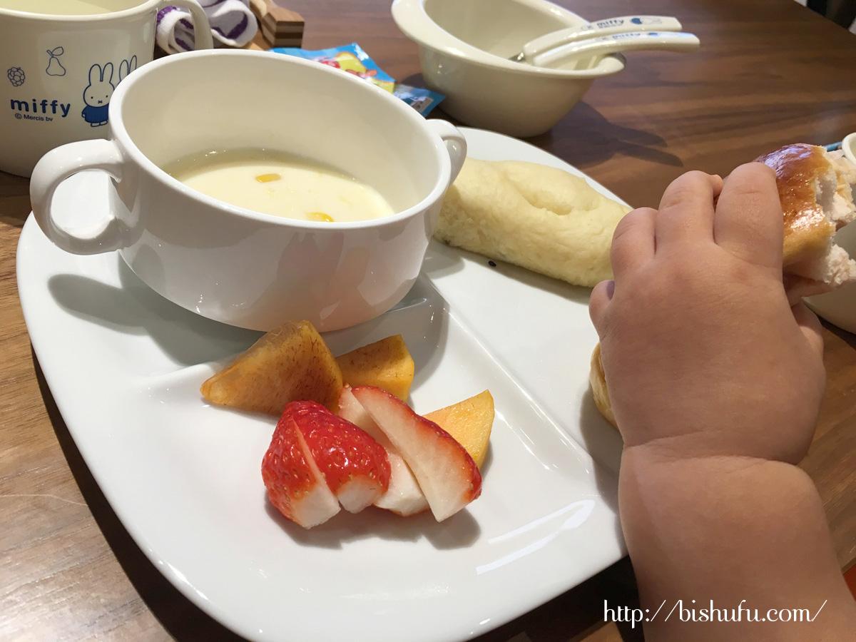 神和苑(かんなわえん)子供用の朝食プレート