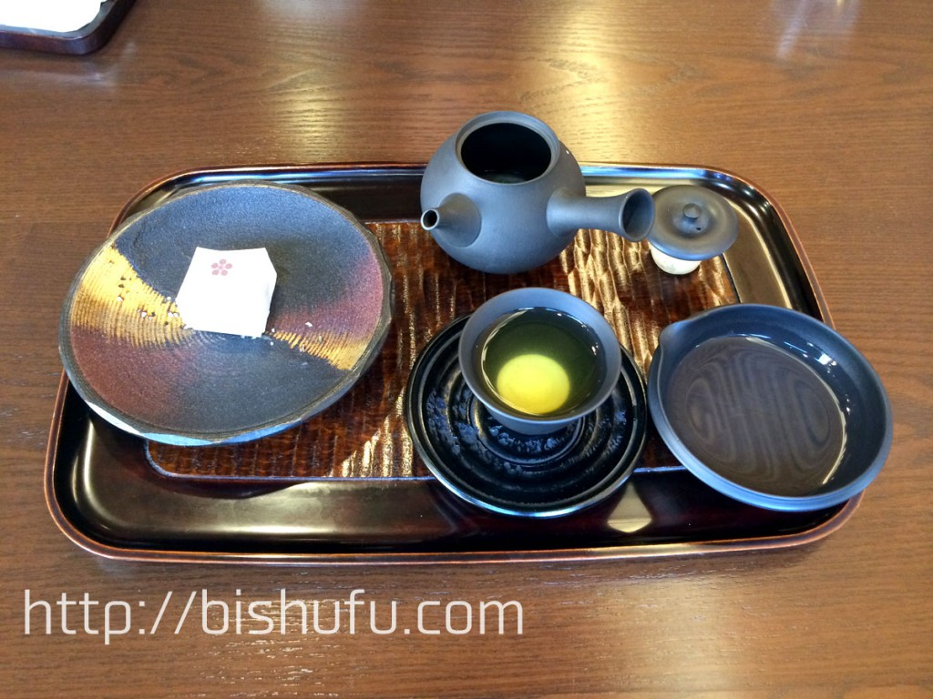 煎茶と山田屋まんじゅう